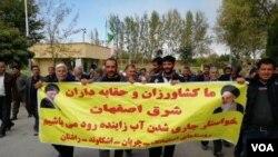 کشاورزان در اصفهان و همچنین در استانهایی چون چهارمحال و بختیاری به مدیریت آب در ایران اعتراض دارند.