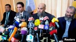 Younes Makhyoun, derrière à droite, chef du parti Salafist al-Nour, au siège du parti, Caire, 28 aout 2013.