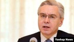 알렉산드르 티모닌 주한 러시아 대사가 23일 서울 주한 러시아대사관에서 열린 기자간담회에서 제2차 세계대전 승전 70주년 기념행사에 대해 설명하고 있다.