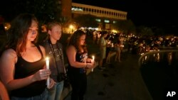 Students and supporters take part in a candle light vigil at the University of Central Florida, Sept. 3, 2014, in Orlando, Fla., to honor Steven Sotloff.