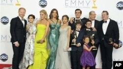 Актеры, режиссеры и сценаристы комедийного сериала «Американская семейка». Лос-Анджелес. 23 сентября 2012 г.