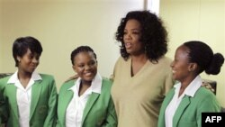 Опра Уинфри и выпускницы Академии лидерства ЮАР
