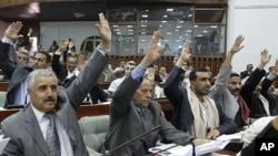 也门议会的议员1月21日在萨那举手表决,同意授予萨利赫总统豁免权