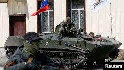 Quyền Tổng Thống Ukraine Oleksandr Turchynov mô tả những thành viên của lực lượng dân quân thân Nga là 'những kẻ khủng bố'..