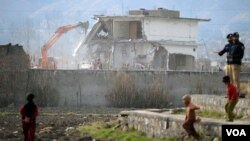 Tiga isteri Osama bin Laden tinggal beberapa tahun di kompleks di Abbottabad, Pakistan yang kini dihancurkan.