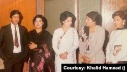 خالد حمید اور کنول نصیر دیگر اناؤنسرز کے ہمراہ