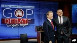 "Kandidat presiden dari Partai Republik Senator Rand Paul (kiri) bersama Trevor Noah, pembawa acara komedi satir ""The Daily Show"" usai rekaman, 13 Januari 2016, di New York. (Foto: AP)"