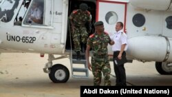 General Prime Nyongabo mkuu wa majeshi ya Burundi akiwasili uwanja wa ndege Baidoa Somalia