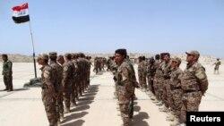 Ramadi'deki Habbaniye Kampı'nda eğitim gören Irak ordusuna bağlı Sünni milisler
