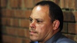 Inspektor Hilton Bota tokom davanja iskaza na preliminarnom pretresu u vezi slučaja Oskar Pistorijus
