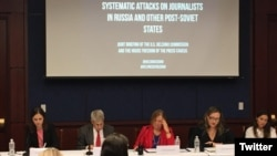 Voice of America Director Amanda Bennett (center) is seen at a panel discussion on press freedom in Russia and other post-Soviet states, in Washington, Oct. 4, 2017. (Source: Committee to Protect Journalists - @pressfreedom)