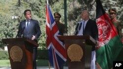 3일 아프가니스탄을 방문한 데이비드 케머런 영국 총리(왼쪽)가 카불에서 아슈라프 가니 신임 대통령과 공동 기자회견을 가졌다.