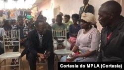 Bornito de Sousa visita familiares de funcionário do MAT