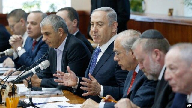 Israel's Prime Minister Benjamin Netanyahu, center, speaks during the weekly cabinet meeting in Jerusalem, Jan. 31, 2016.