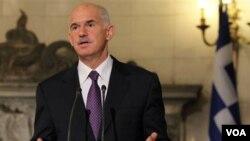 Perdana Menteri Yunani George Papandreou (foto: dok) mengumumkan rencana negaranya menyeret Jerman ke Mahkamah Internasional PBB atas kekejaman Nazi, Rabu.