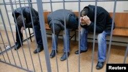 俄国拘留杀害涅姆佐夫嫌犯(左起): 艾斯科汉诺夫,戈巴谢夫和巴哈耶夫