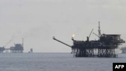 Ảnh minh họa: Giàn khoan dầu ngoài khơi bờ biển Vũng Tàu