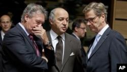 盧森堡外交大臣阿瑟伯恩(左起),法國外長法比尤斯和德國外長威斯特維勒10月15日在盧森堡的歐盟外長會議期間就歐盟對伊朗採取更嚴厲的制裁交換意見。