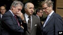 15일 룩셈부르크에서 열린 유럽연합 외무장관 회의에서 대 이란 제재에 관해 논의하는 각 국 장관들.