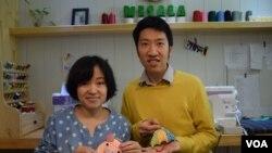 潘昱熹與太太陳玉香希望趁年輕一起在台灣完成手作產品的創業夢。(美國之音湯惠芸)