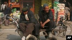 بیکاری یکی از مشکلات اساسی در افغانستان است که با سایر نابسامانی ها در این کشور ربط دارد