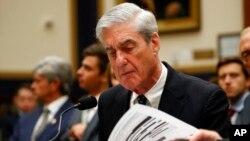 Robert Mueller pandan yon faz nan seyans depozisyon li nan Kongrè a mèkredi 24 jiyè 2019 la..(Foto: AP/Alex Brandon).