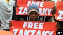 Manifestants du mouvement islamique pro-iranien demandent la libération de Ibrahim Zakzaky, à Kano, Nigeria, le 11 août 2016.
