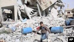 ویرانه های به جا مانده از یکی از عملیات نیروهای بشار اسد در نزدیکی دمشق