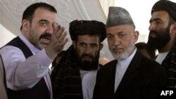 Ahmad Vali Karzay viloyat kengashini boshqarib kelar va notinch janubdagi eng qudratli rasmiylaridan biri bo'lgan