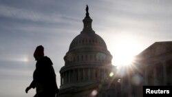 La paralización parcial del gobierno de EE.UU. cumple 33 días el miércoles 23 de enero de 2019. Para el jueves está prevista una votación en el Senado de dos propuestas para destrabar la crisis.
