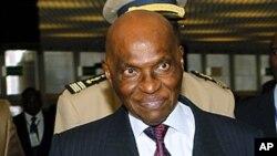 Le président Abdoulaye Wade souhaite l'élection simultanée du président et d'un vice-président à la prochaine présidentielle.