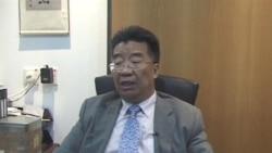 刘梦熊在接受美国之音驻香港记者黎堡采访