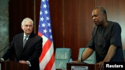 Ngoại trưởng Rex Tillerson và Bộ trưởng Ngoại giao Nigeria Geoffrey Onyeama họp báo tại Abuja, ngày 12/3/2018.