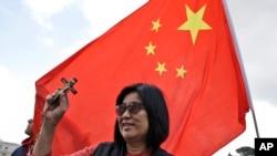 资料照片:中国信徒在梵蒂冈圣彼得广场参加教宗方济各的每周例会(2019年5月22日)