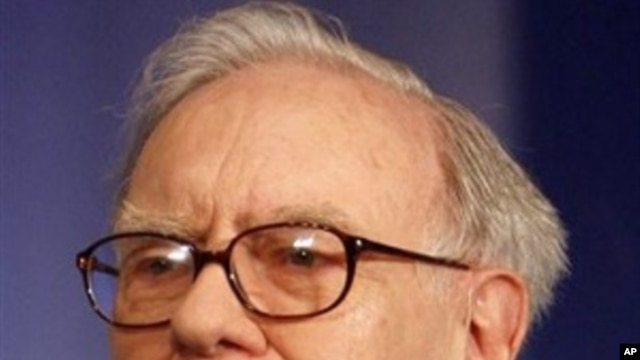 Billionaire investor Warren Buffett gestures at a press conference in New Delhi, India, March 24, 2011.