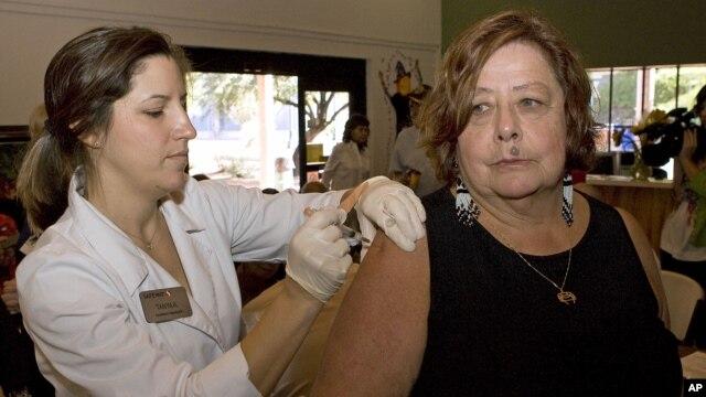 Suntikan vaksin flu (flu shot) di Amerika mempunyai tingkat efektivitas sekitar 70 persen dalam mencegah penyakit flu (foto: dok).