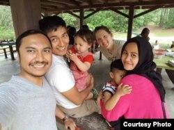 Rizki Harahap menjalankan ibadah puasa bersama keluarga di Durham, North Carolina (foto: courtesy).