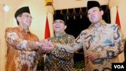 Ketua Komisi Aparatur Sipil Negara Sofian Effendi (kiri), Kepala BKPM Franky Sibarani, dan Kepala BNP2TKI Nusron Wahid usai dilantik oleh Presiden Jokowi di Istana Negara Kamis, 27/11 (VOA/Andylala)