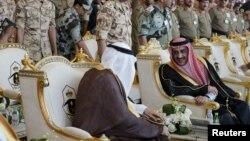 Ichki ishlar vaziri Muhammad bin Nayef (o'ngda) Saudiya Arabistonining yangi valiahdi etib tayinlandi.