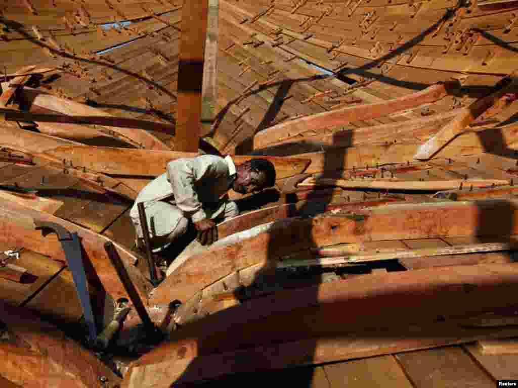 کراچی کی فش ہاربر پر مچھلی پکڑنےکےکاروبار سمیت کشتی سازی کا کام بھی کیا جاتا ہے
