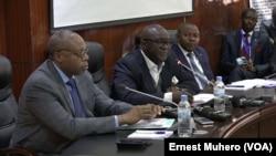 Le chef de Bureau de la Monusco à Bukavu entouré des vice-gouverneurs du Nord-Kivu et Sud-Kivu à Bukavu, le 14 septembre 2018. (VOA/Ernest Muhero)