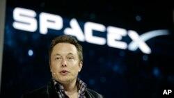 Elon Musk es el creador de la empresa SpaceX.