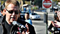 琼斯参加旧金山以米尔克命名一辆电车的典礼