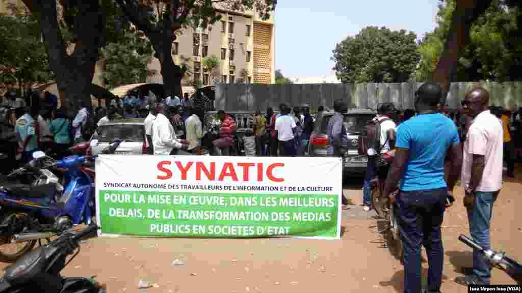 Des journalistes médias publics en grève, Ouagadougou, Burkina Faso, 27 octobre 2017. VOA/Issa Napon Issa
