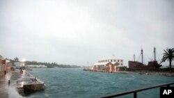El Centro Nacional de Huracanes pronostica que Nicole se debilitará gradualmente en los próximos días. Foto: Muelle en la isla Ordnance, en St.Georges, Bermuda. Oct. 13, 2016.