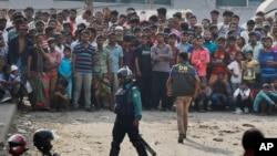 Local residents watching a police raid on a building in Dhaka, Bangladesh, Saturday, Feb. 20, 2016.