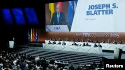 Presiden FIFA Sepp Blatter memberikan pidato pembukaan di Kongres FIFA ke-65 di Zurich, Switzerland (29/5).