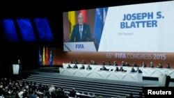 លោក Sepp Blatter ប្រធាន FIFA ថ្លែងសន្ទរកថាលើកទី៦៥ ក្នុងទីក្រុងZurich ប្រទេសស្វីស នាថ្ងៃទី២៩ ខែឧសភា នាឆ្នាំ២០១៥។