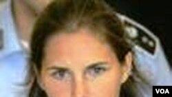 Siswa Amerika menyatakan dirinya tidak bersalah atas kematian Meredith Kercher akibat tikaman tahun 2007.