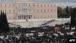 Serikat buruh Yunani melakukan aksi mogok untuk menentang langkah-langkah penghematan pemerintah (foto: dok).